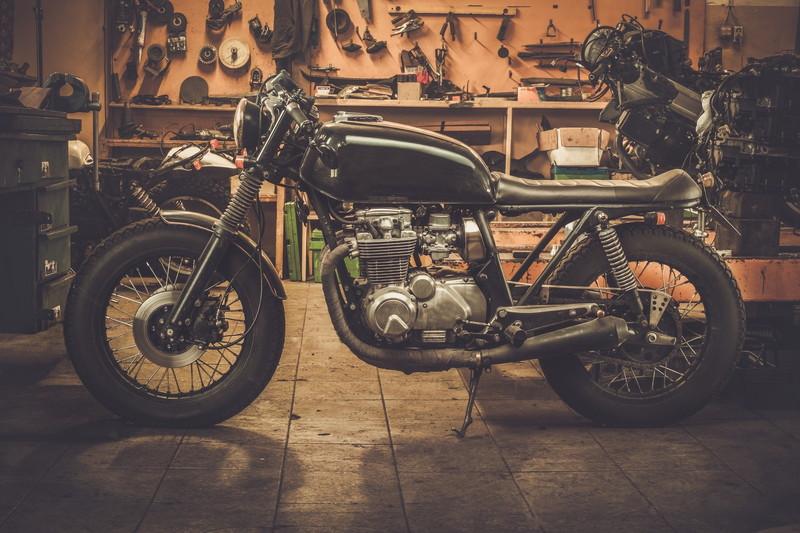 ガレージにバイク
